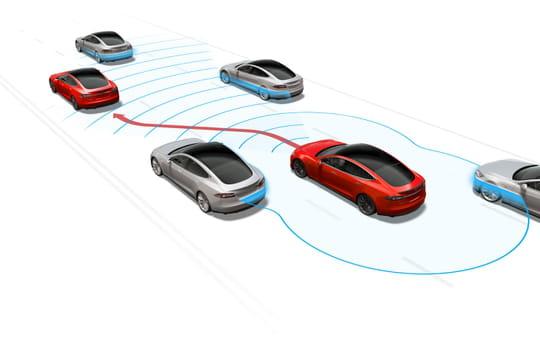 """Tesla: hausse """"substantielle"""" du prix de l'option de conduite autonome"""