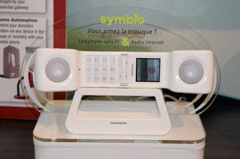 le symbio, à la fois téléphone dect et radio internet sans fil