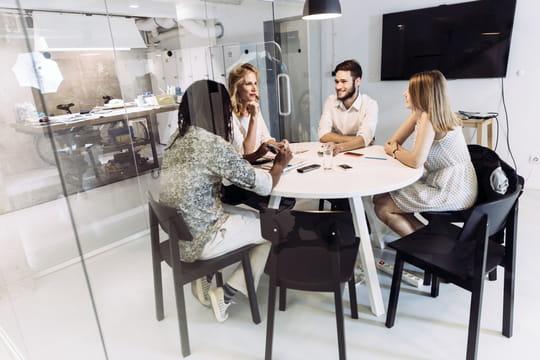"""Chez Zappos, les employés sous-performants deviennent des """"Héros"""""""