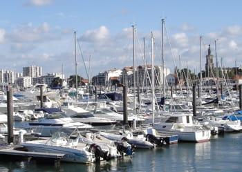 le port d'arcachon est un des plus importants de france.