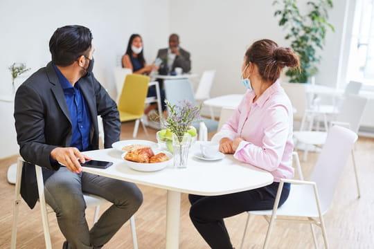 Protocole sanitaire en entreprise: paniers repas, seul à table... Nouvelles règles