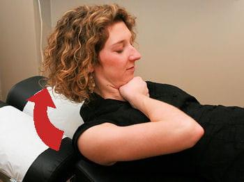 détendre les muscles de la nuque pour prévenir et combattre les maux de tête
