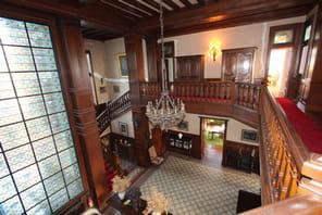 Visitez ce château de 1 000 m² à vendre dans la région de Pau