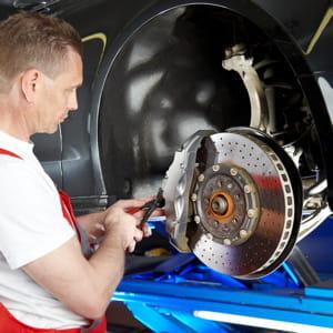 les carrossiers résistent mieux que les vendeurs et réparateurs d'automobiles.
