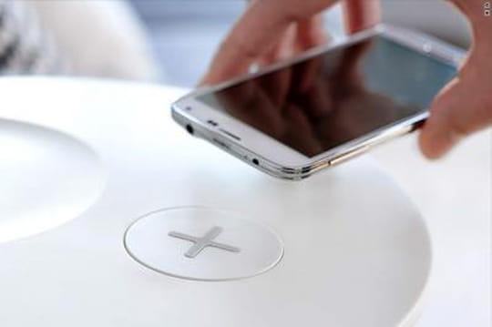 Ikea crée des meubles pour charger les smartphones sans fils