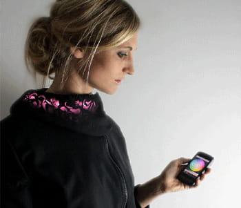 les led intégrés dans les vêtements de la collection lüme sont contrôlés depuis