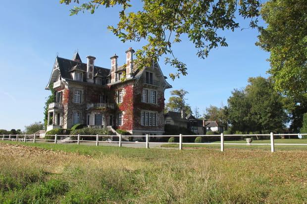 Un château, des dépendances et 194 hectares de terrain