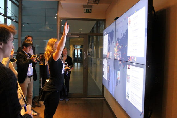 Un grand écran traque les connexions en temps réel