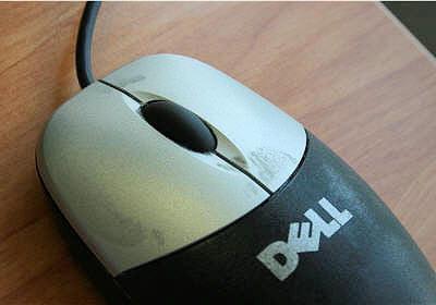 une souris dell simple après des années d'utilisation sans entretien