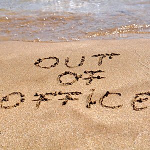 soyez explicite : vous êtes à la plage, pas au bureau.
