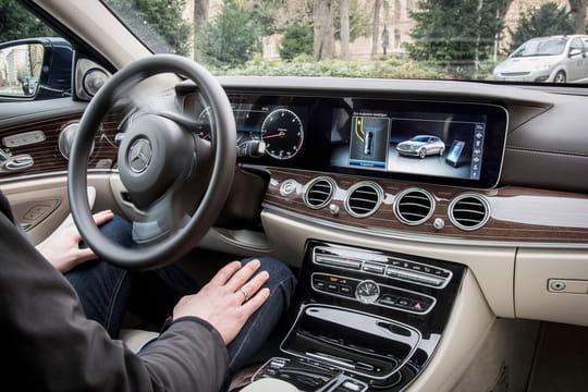 """Nous avons """"conduit"""" la Mercedes ClasseE semi-autonome"""