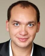 alioune fofana, directeur technique de piximedia, gère l'usine informatique qui