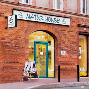 la façade d'un magasin naturhouse.