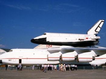 antonov an-225 mriya transportant la navette russe bourane