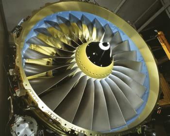 le turboréacteur cfm56-7 produit sur le site de villaroche par la snecma.
