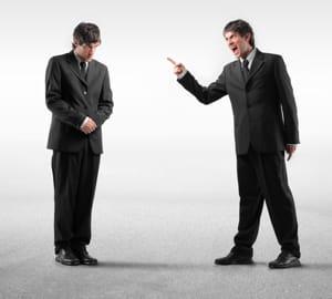 dans une conversation, la personne dominée imite l'autre.
