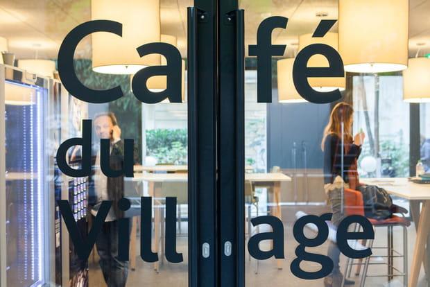 Café sur la place