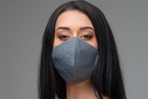 Voici le masque connecté: poli à votre place dans le métro, il chante juste et souffle les bonnes réponses en entretien d'embauche
