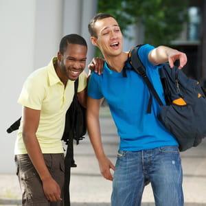 rire ensemble indique une connexion.