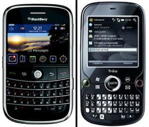 le blackberry bold (à gauche) face au palm treo pro (à droite)