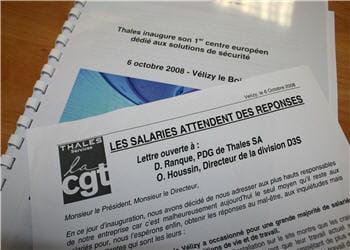 tract distribué par des salariés cgt devant l'entrée du site de vélizy le jour