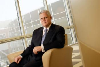joe tucci est président du conseil d'administration et directeur général d'emc.