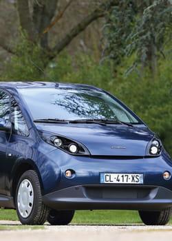 les voitures électriques, comme la bluecar de bolloré, nécessitent des batteries