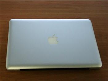 le macbook pro tout juste sorti de sa boite.