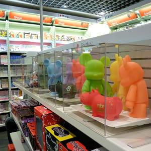 l'espace mangas de la fnac des halles propose des livres, objets et ateliers