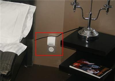 le petit boîtier détecte lorsqu'un pied est posé au sol, et la lumière s'allume