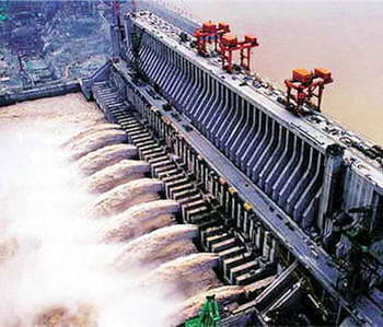le barrage des trois gorges est le plus grand du monde.