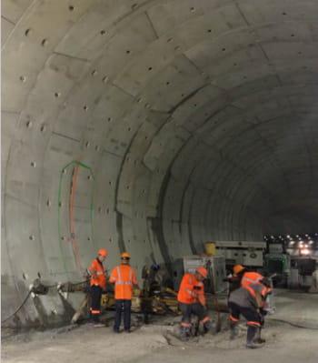 le nouveau tunnel double construit sous l'eau, dans le port de miami, ouvrira en