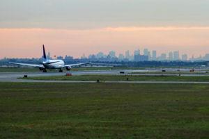 une vue de l'aéroport de new-york.
