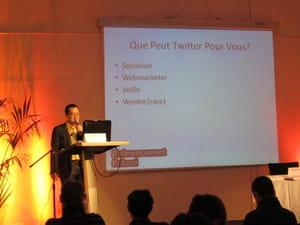 yvon huynh présentant les stratégies d'utilisation de twitter