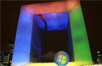 l'illumination du quartier de la défense (paris) lors du lancement de windows