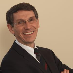 hubert sagnières, directeur général délégué d'essilor.