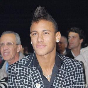 neymar évolue pour le moment au sein du club brésilien santos fc.