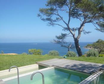 a la location, les prix peuvent atteindre 200 000 euros par mois pour les villas